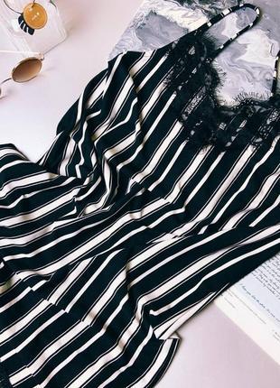 Платье плоская с кружевом