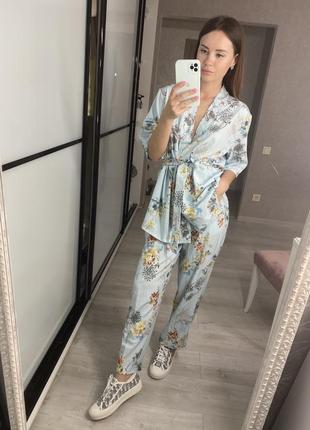 Костюм в пижамном стиле