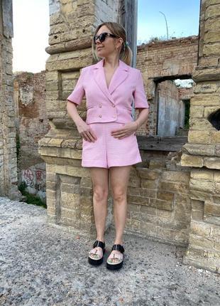 Костюм розовый с шортами в стиле chanel