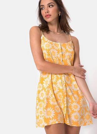 Штапельное платье мини на пуговицах халатик флорал принт ромашковый от motel