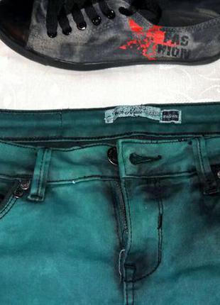 🍂шикарные джинсы зеленого / бутылочного цвета, размер м 🍂