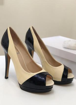 Светло-бежевые, натуральные лаковые туфли на платформе. распродажа склада!