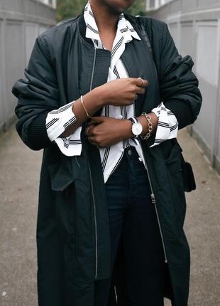 Стильный черный сатиновый бомбер, утепленный длинный стеганный блейзер куртка
