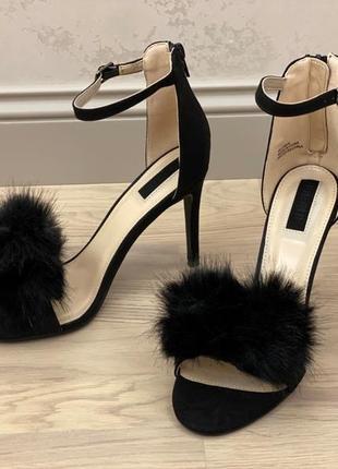 Супер красивые босоножки черные стильные и элегантные )