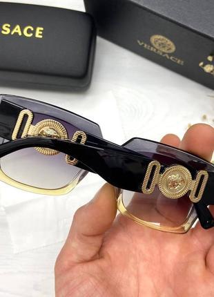 Солнцезащитные очки в стиле versace