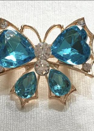 Брошь бабочка голубая со стразами