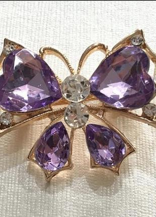 Брошь бабочка фиолетовая со стразами