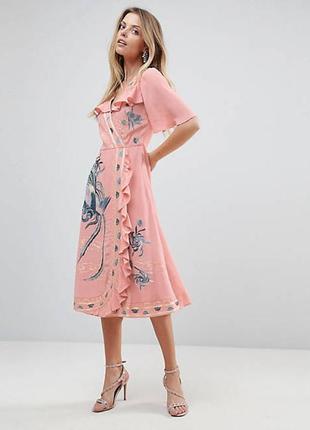 Asos платье розовое пудровое миди с воланом с широким рукавом цветочная вышивка