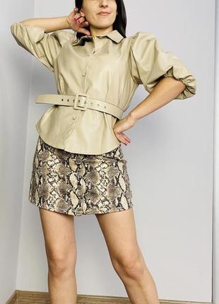 Шикарна блузка з екошкіри під поясочок
