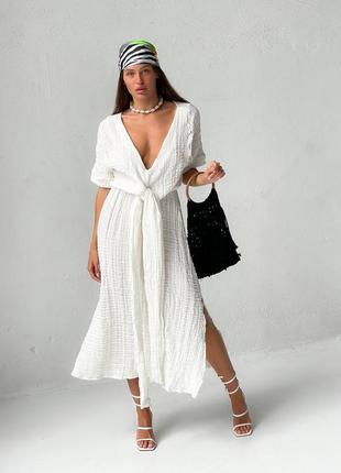 Платье миди с открытым декольте