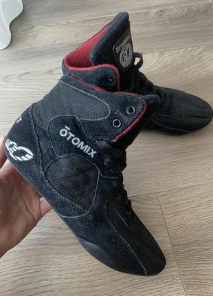 Кроссовки для бодибилдинга и фитнеса otomix