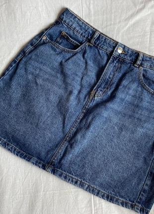 Базовая джинсовая юбка насыщенного синего цвета