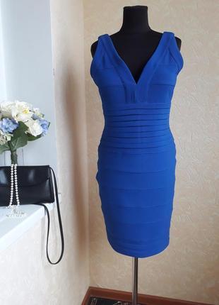 Стильное бандажное платье цвета электрик