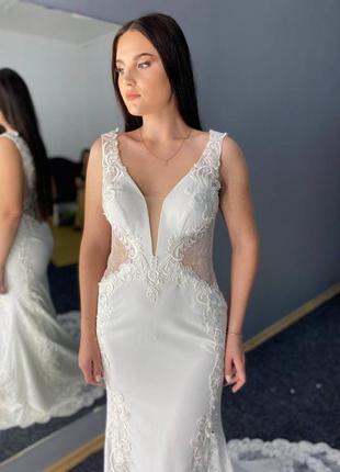 Розкішна весільна сукня-русалка зі шлейфом