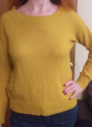 Женский свитер в горчичном цвете