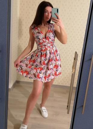 Платье с натуральной ткани в цветах с молнией