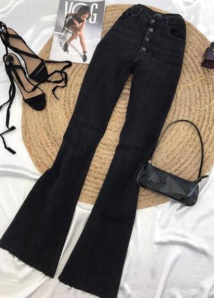 Чорні,кльошовані на гудзиках джинси zara