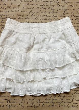 Летняя белая натуральная легкая мини юбка с рюшами воланами ободками
