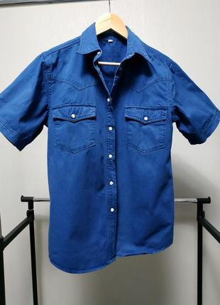 Джинсовая рубашка с коротким рукавом синяя