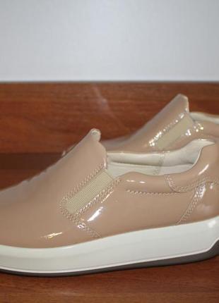 37 ecco soft 9 стильные лаковые слипоны от датского бренда