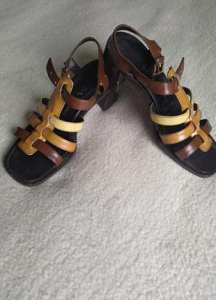 Оригинальные  трендовые босоножки на устойчивом каблуке, натуральная кожа, prada