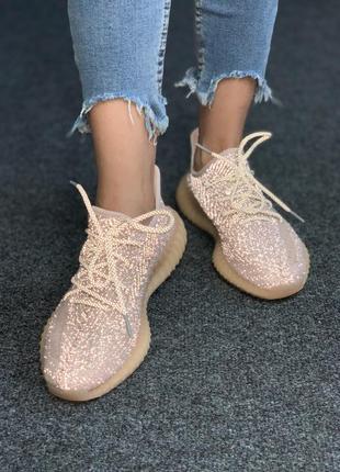 Женские кроссовки adidas yeezy boost 350 synth full reflective, кроссовки адидас изи буст 350 полностью рефлективные бежевые
