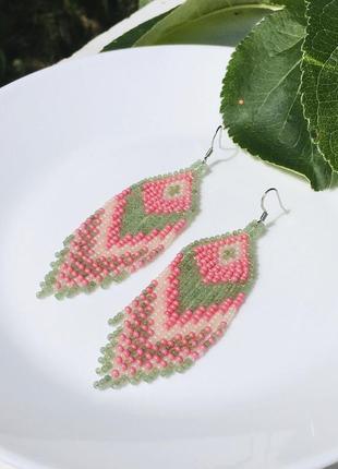 Розово-зеленые бисерные серьги в этническом стиле