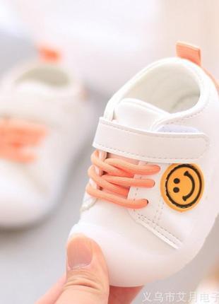 Кроссовки на девочку  малышей