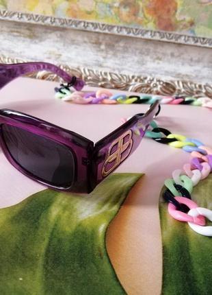 Эксклюзивные брендовые солнцезащитные фиолетовые  очки унисекс c цепью  2021