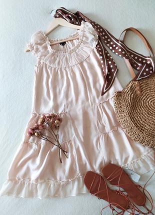Невесомое ярусное платье нежного цвета