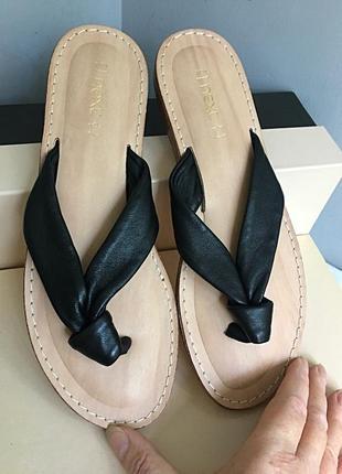 Босоножки сандалии шлёпанцы кожаные с мягкой стелькой.