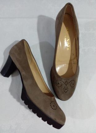 Легкие и удобные туфли  brunate