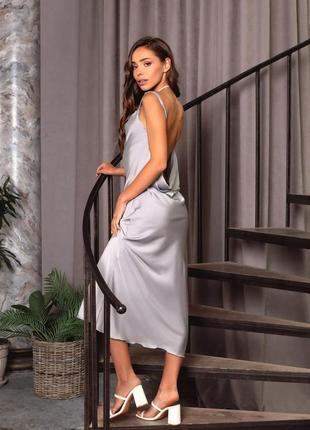 Сіра шовкова сукня в білизняному стилі