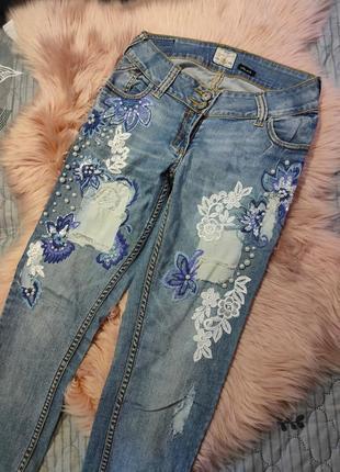 Шикарные джинсы с вышивкой 10/36 размера