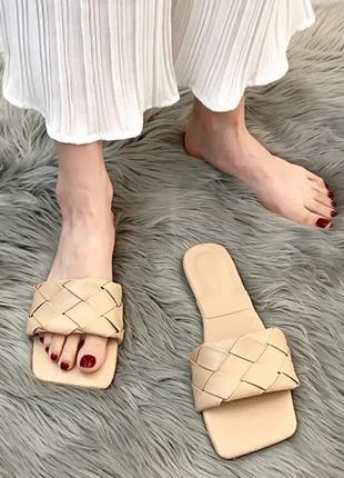 Женские шлепанцы с квадратным носком и плетением , жіночі шльопанці з квадратним носком