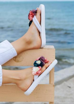 Белые шлепки шлепанці вьетнамки шлепанцы тапки с цветами