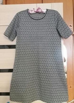 Крутое брендовое платье.