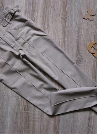 Классные бежевые джинсы с высокой посадкой eur 34