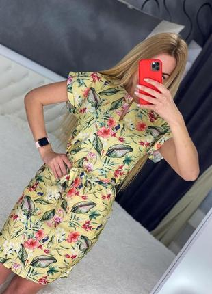 Летнее платье с поясом с цветы короткое
