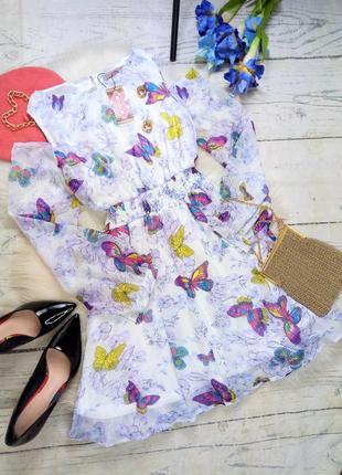Ніжна сукня у метелики і квіти