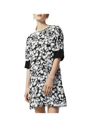 Новое вискозное платье прямого кроя с интересной спинкой