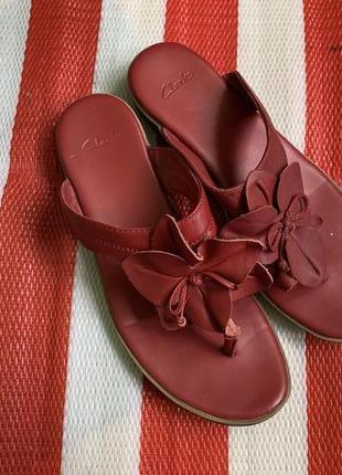 Мегаудобные крутые кожаные шлепанцы вьетамки/ босоножки/сандалии clarks/оригинал
