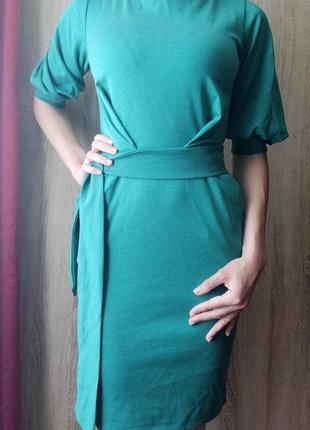 Зеленое платье-футляр с карманами и поясом, размер s
