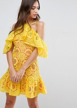 Контрастное платье -мини с открытыми плечами и волоном от asos плюс сайз.новое