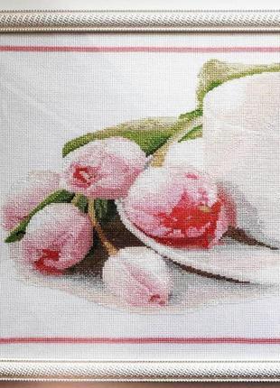 Вишита хрестиком картина тюльпани