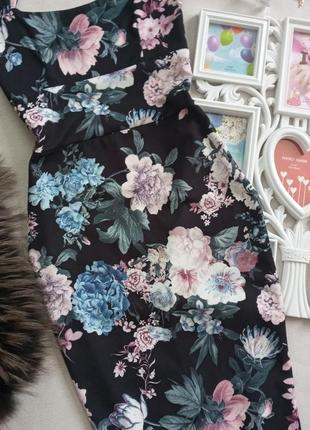 Красивое силуетное платье миди в цветах