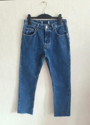 Плотные ровные синие джинсы мом на высокой посадке с необработанным краем