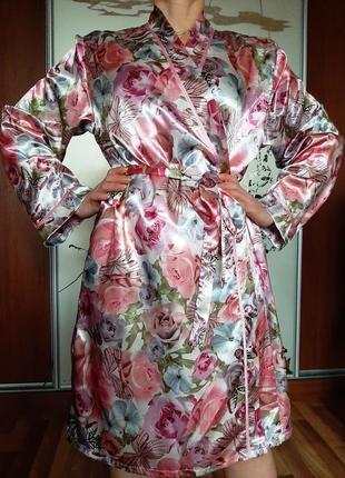 Нежный атласный халат с принтом из цветов от infinity woman