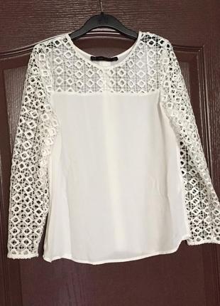 Белоснежная блуза zara  с ажурными рукавами