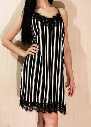 Красивое полосатое платье с кружевом размер м
